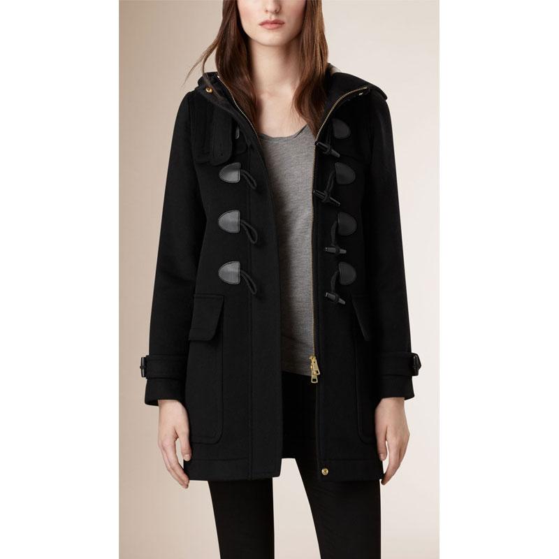 黑色直版剪裁牛角扣大衣